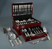 Fine set of 106 pieces of Reed & Barton sterling silver flatware in the Francis I pattern in a fitted silver chest