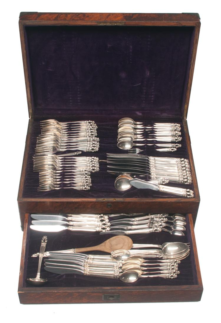 Set of 84 pieces of Gorham sterling silver flatware in the Sovereign pattern, in a fitted oak silver chest, 20