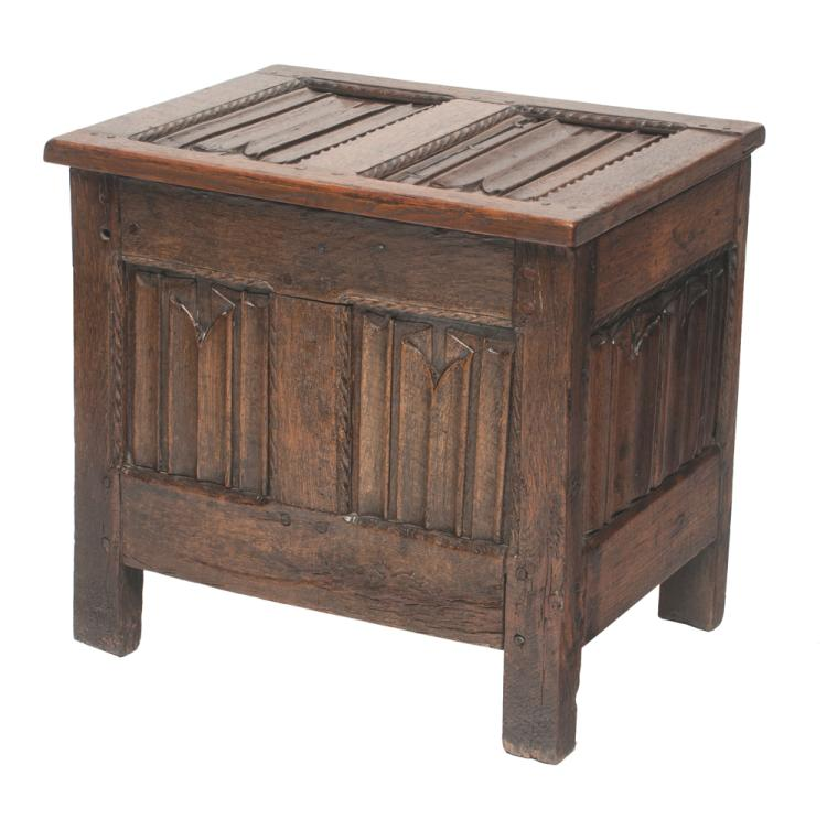 Early 18th century English oak coffer with linen fold panels in the top, sides and front, 26