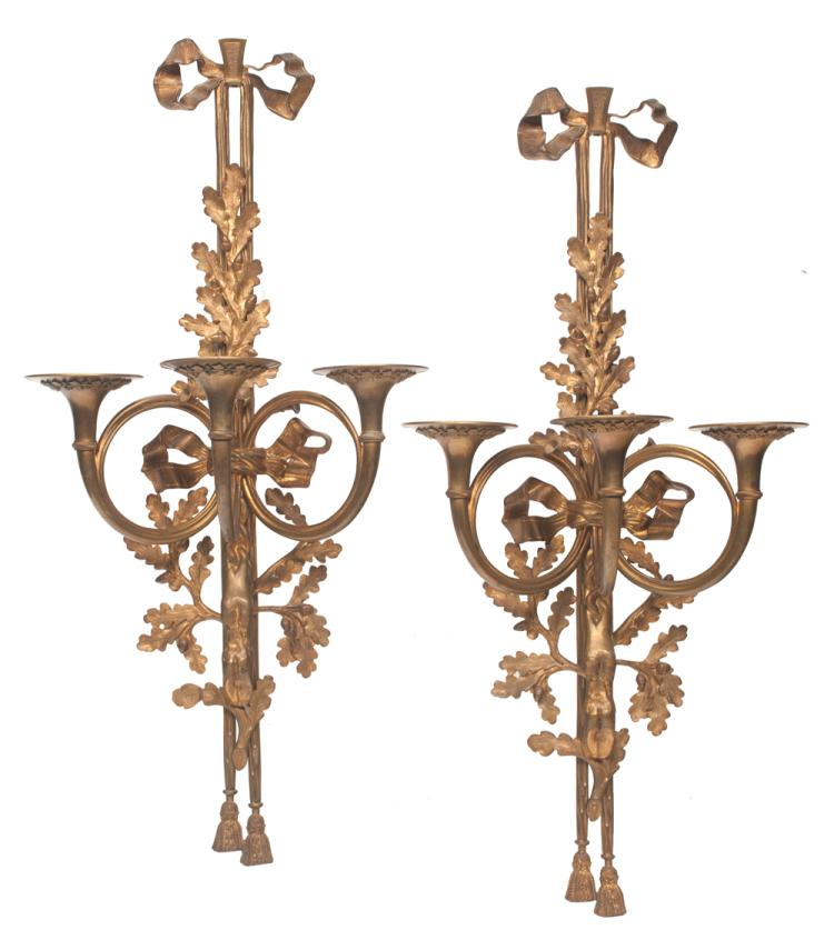 Pair of French bronze wall sconce with three branch hunting horn candle holders, ribbon, leaf and acorn decoration, 20