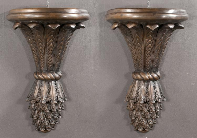 Pair of bronze wall brackets with demilune design, with leaf and rope decoration, 15