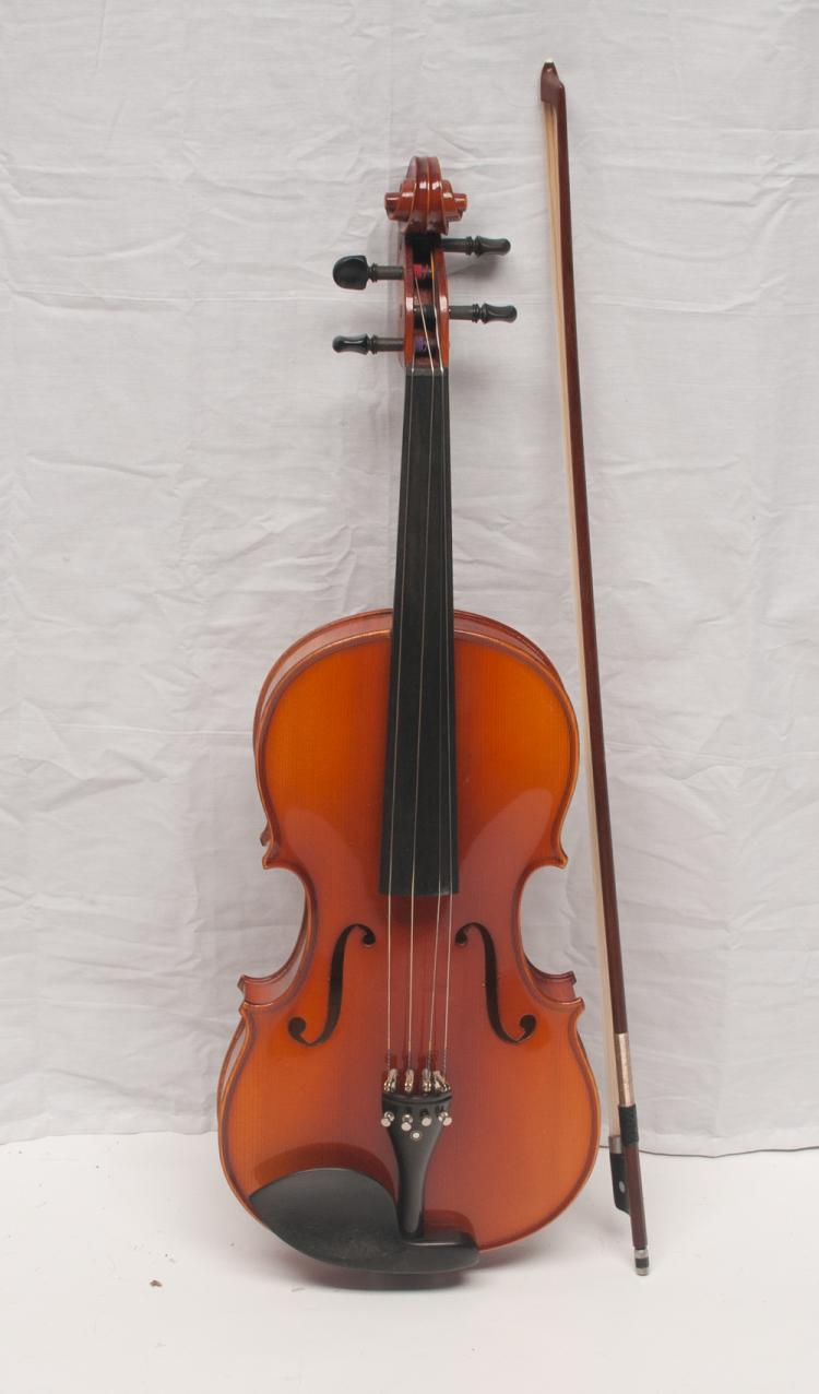 Spruce Viola in a fitted case with bow made in Germany by Franz Sandner Neuheim Anno