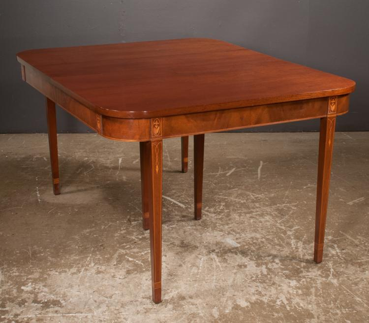 American Sheraton style mahogany dining table with satinwood leaf and string inlay on square tapered legs, 54.5