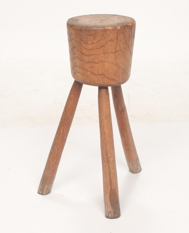 Small round chopping block on three round splay legs, 9.5
