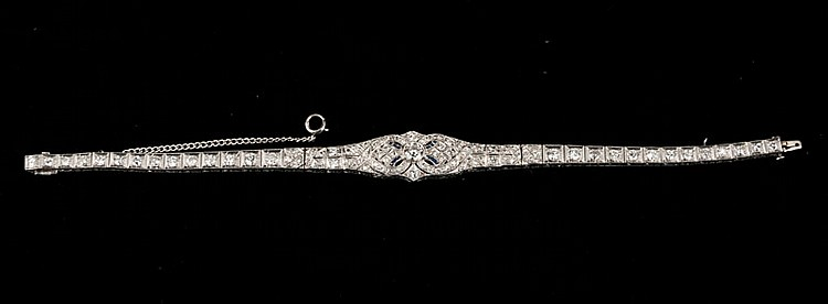 Art deco platinum ornate bracelet with 98 round diamonds, approx. 5.00 cts., c.1920.