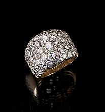 14 kt. yellow gold diamond dinner ring, consisting of 95 round brilliant cut diamonds, approx. 6.00 cts.