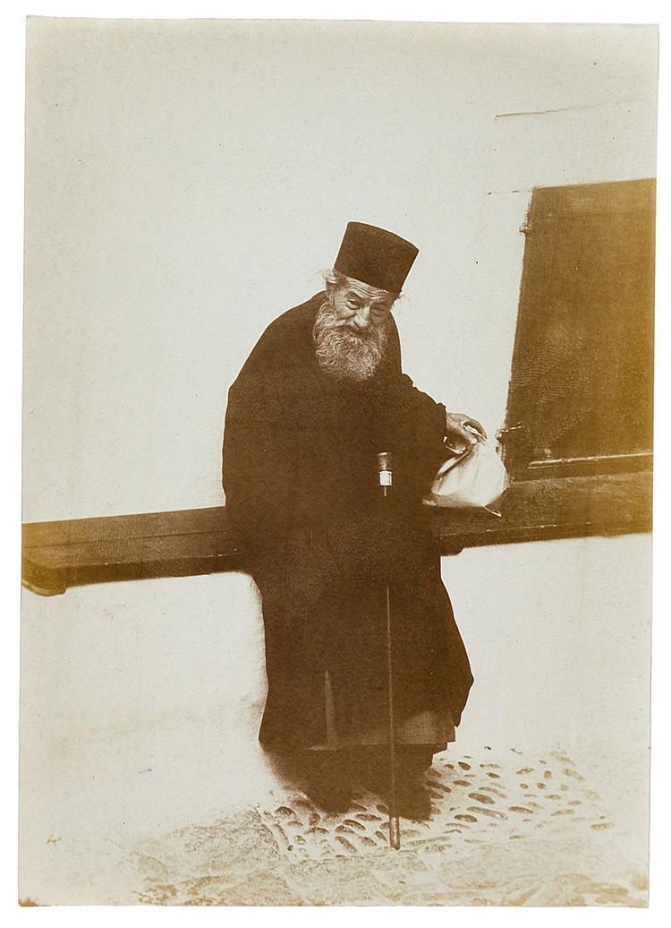 Künstlerphotographie - - Sander, August. Orthodoxer Prister (sic) in Rom. 1