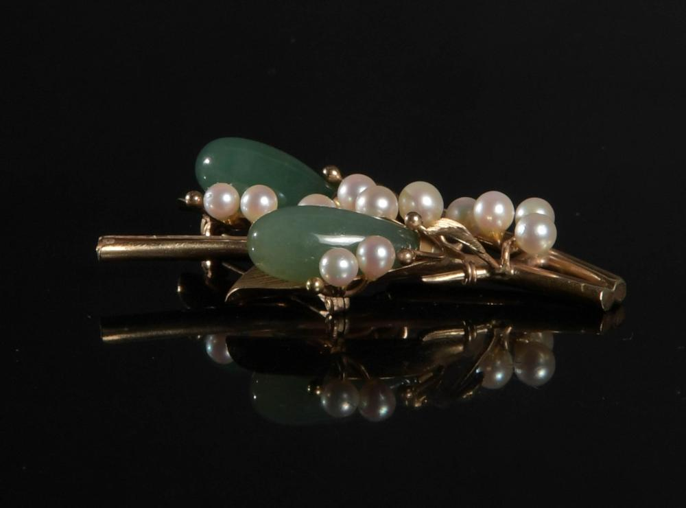 14K GOLD CARVED JADEITE AND PEARL BROOCH