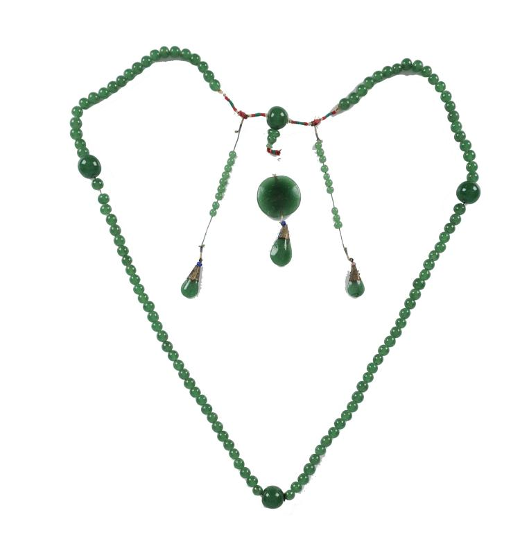 Green Peking Glass Court Necklace, 19th Century