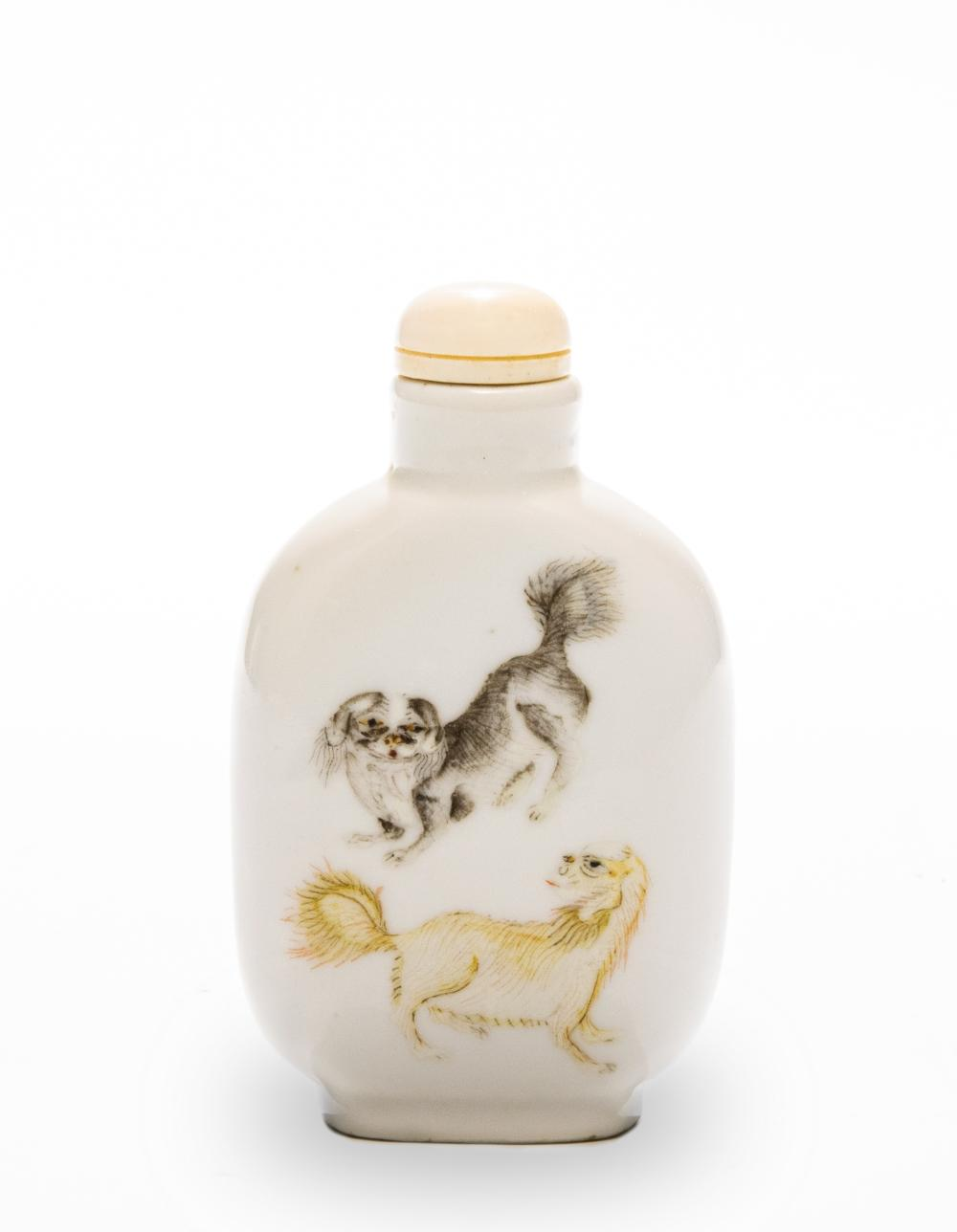 Lot 604: IMPERIAL DAOGUANG PERIOD FAMILLE ROSE SNUFF BOTTLE