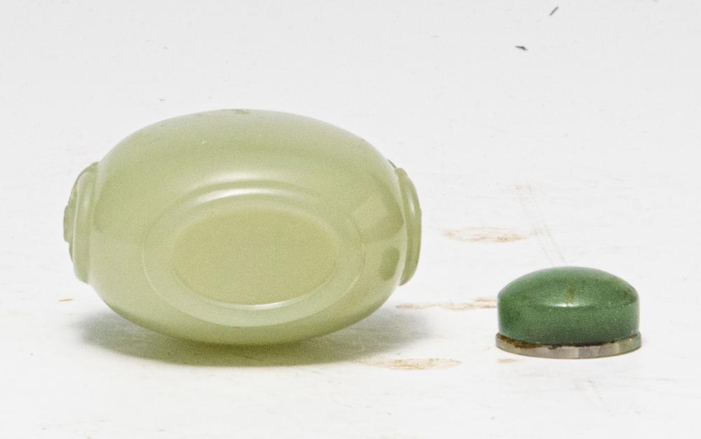 Lot 606: CHINESE JADE CARVED SNUFF BOTTLE, 18-19TH CENTURY