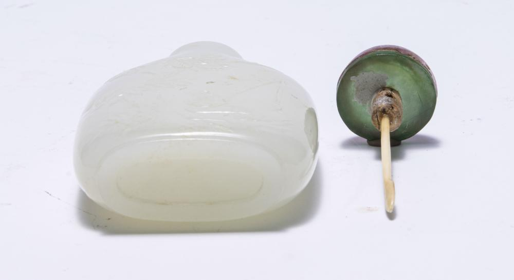Lot 616: CHINESE WHITE JADE CARVED SNUFF BOTTLE, 18-19TH CENTURY