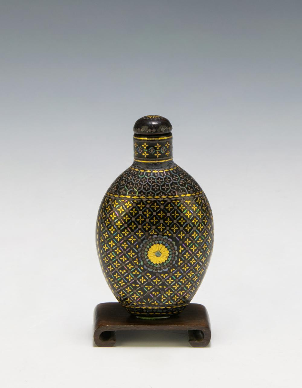 Lot 619: CHINESE LACQUER & MOTHER OF PEARL SNUFF BOTTLE