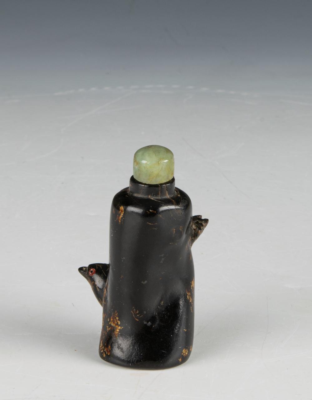 Lot 633: CHINESE MI LA/BLACK AMBER SNUFF BOTTLE, 19TH CENTURY