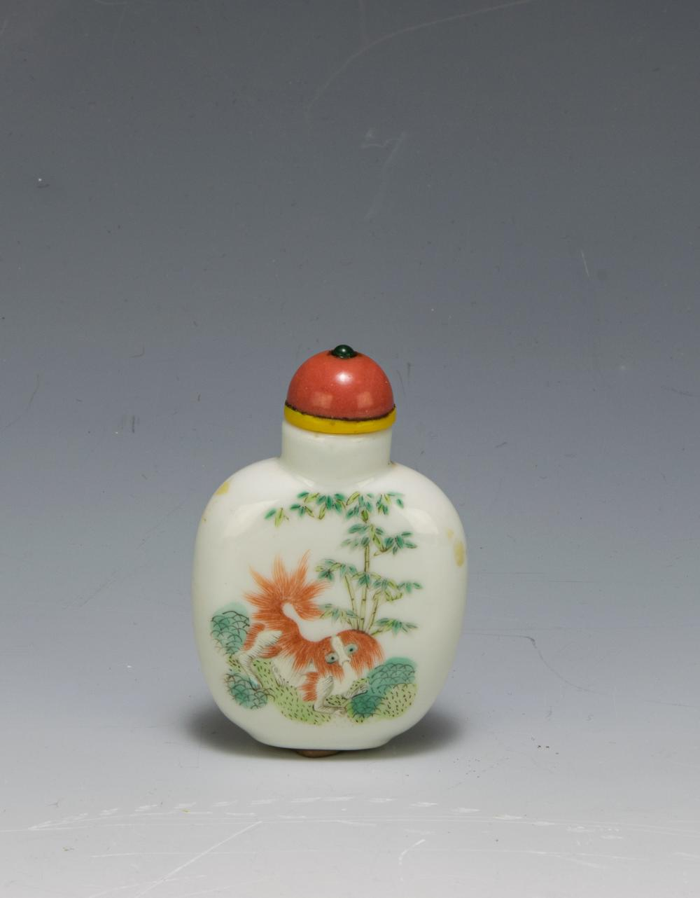 Lot 636: CHINESE IMPERIAL DAOGUANG PORCELAIN SNUFF BOTTLE