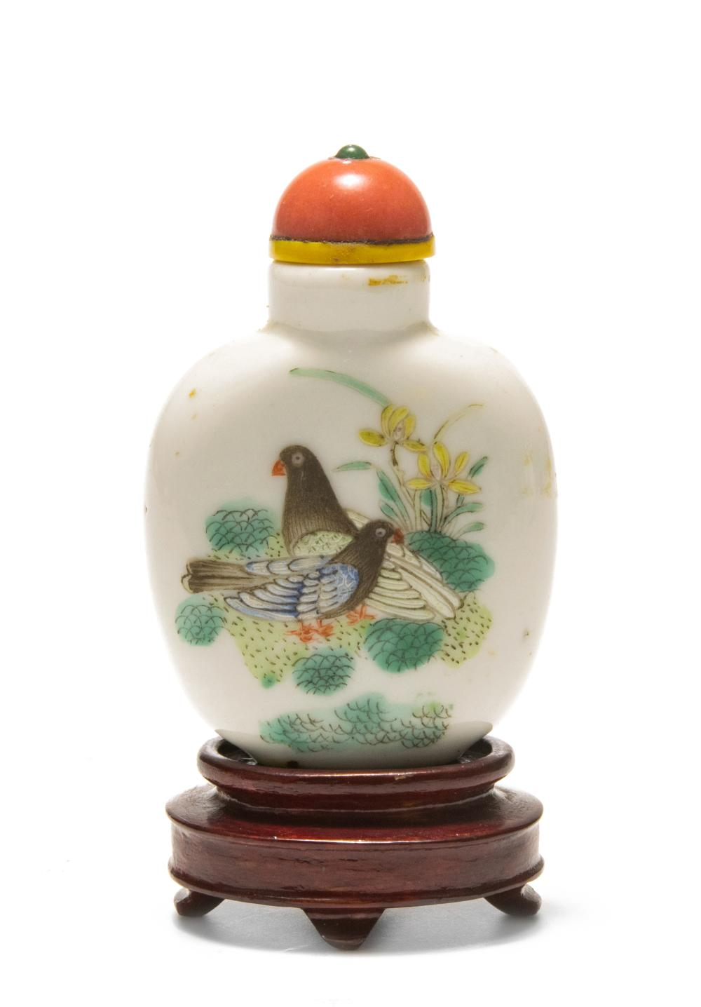 CHINESE IMPERIAL DAOGUANG PORCELAIN SNUFF BOTTLE