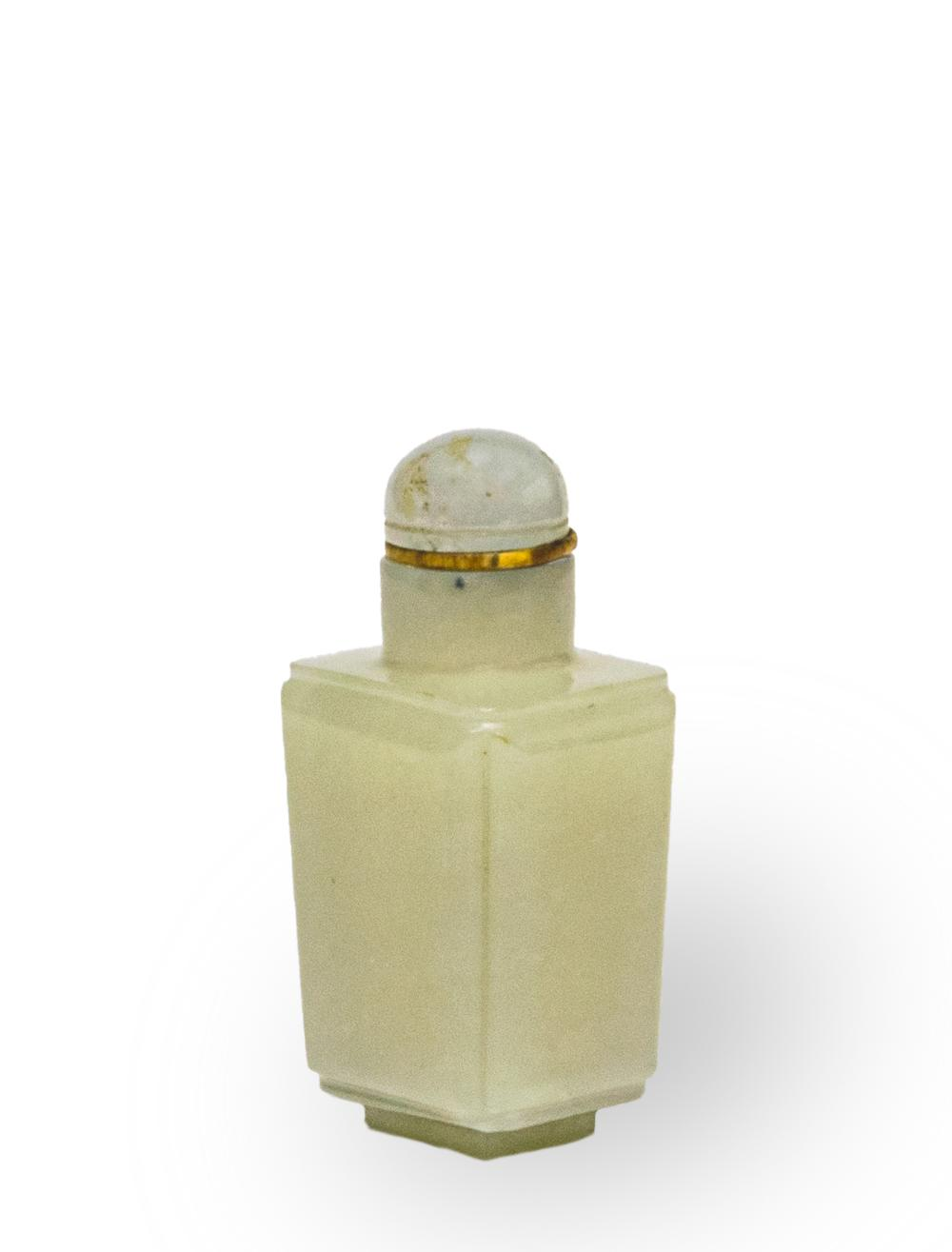 CHINESE WHITE JADE SNUFF BOTTLE, 18-19TH CENTURY