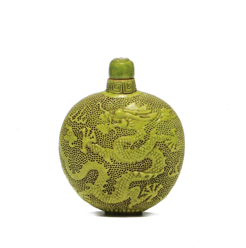 CHINESE GREEN SNUFF BOTTLE WITH 2 DRAGONS IN RELIEF