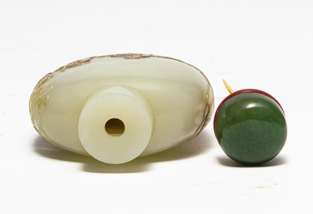 Lot 673: CHINESE CARVED JADE SNUFF BOTTLE, 18TH CENTURY