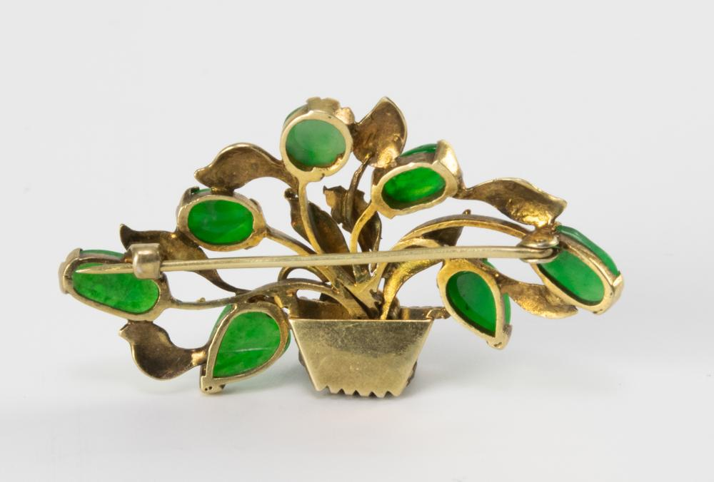 Lot 903: CHINESE BROOCH WITH 7 PIECES OF JADEITE, REPUBLIC