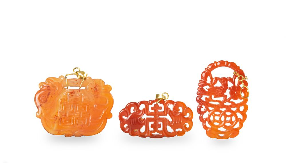 3 CHINESE CARVED AGATE PENDANTS, 18-19TH CENTURIES