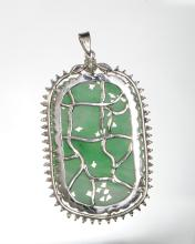Lot 919: CHINESE JADEITE PLAQUE IN WHITE GOLD PENDANT