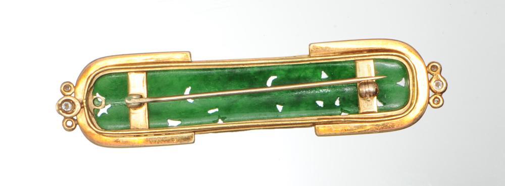 Lot 942: CHINESE JADEITE GOLD BROOCH, 19TH CENTURY
