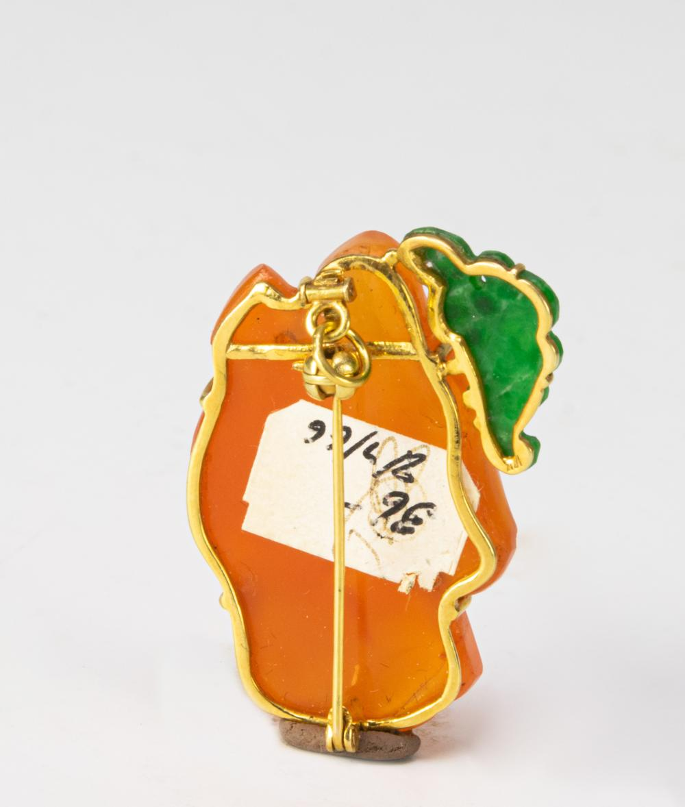 Lot 945: CHINESE BROOCH WITH AGATE & JADEITE, 18/19TH CENTURY