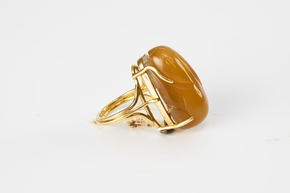 Lot 947: CHINESE RING WITH POSSIBLE SONG DYNASTY RABBIT