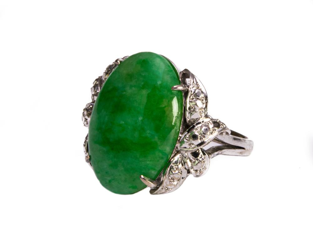 WHITE GOLD RING WITH JADEITE AND SMALL DIAMONDS