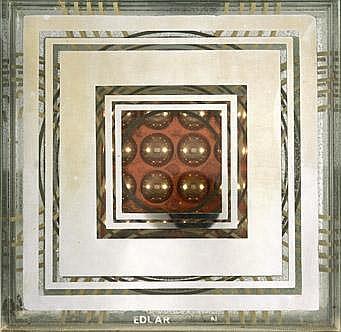 Eduardo Sanz S/t  Ensamblaje de vidrio. Edición  S/f  25 x 25 cm.