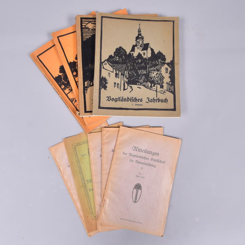 """""""Vogtländisches Jahrbuch"""", 7. Jahrgang, Dr. Ernst Pietsch, 1927,1929,1930, Verlag F.Neupert GmbH Plauen, dazu 5 Stk. """"Mitteilungen der Gesellschaft f. Naturforschung"""" 1925-1930, unvollst., guter Zustand"""
