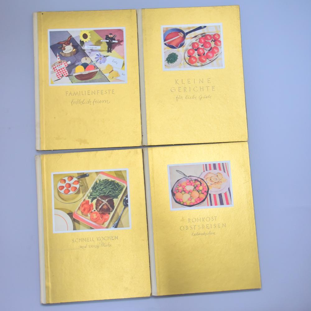 """4 Stk Kochbücher von 1936, """"Schnell kochen m. wenig Mühe"""", """"Rohkost, Obstspeisen, Kaltschalen"""", """"Kleine Gerichte für liebe Gäste"""", """"Familienfeste fröhlich feieren"""" , Goldene Reihe Bd. 1-4, Verlag O. Beyer, Lpz., gut erh."""