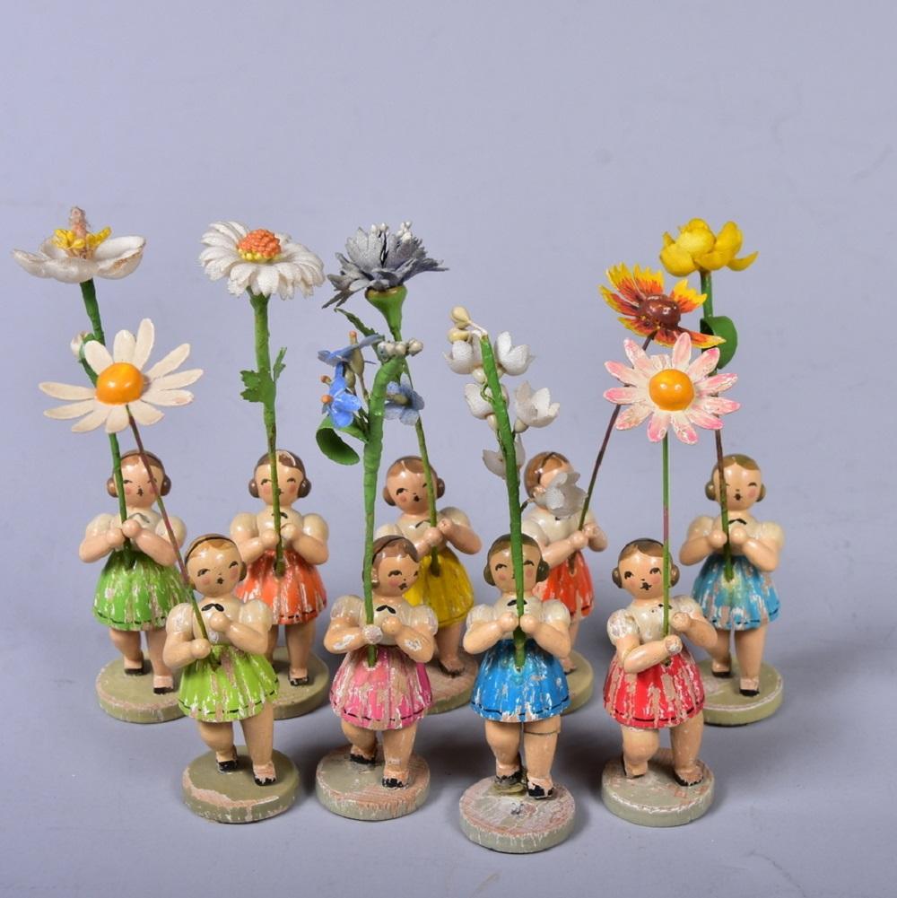 Blumenkinder, 9 Stück, um 1930/40, unleserlich gemarkt, Farbverluste, Altersspuren