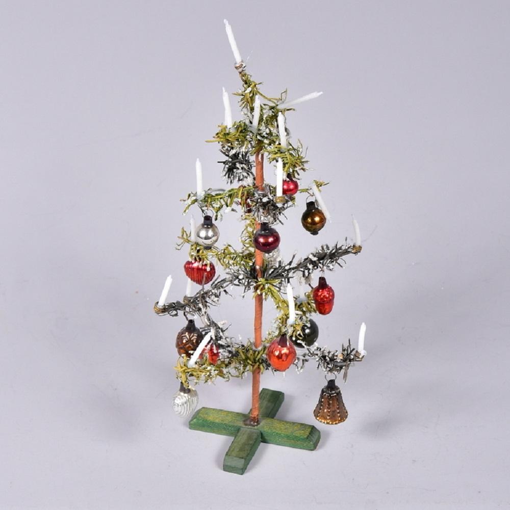 Christbaum für Puppenstube, um 1900, komplett mit Kerzen und Christbaumkugeln, H 25 cm, gute Erhaltung