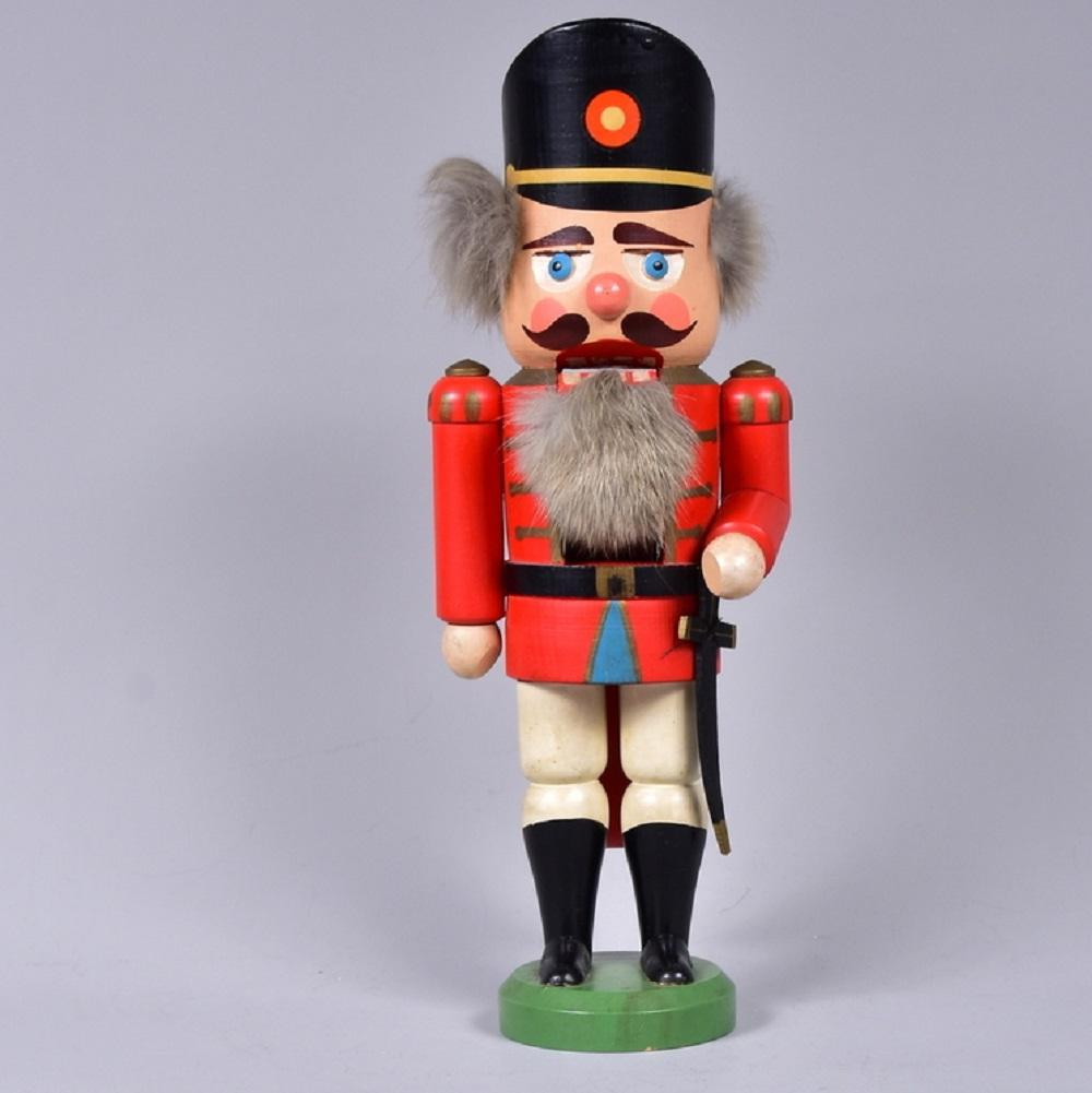 "Seiffener Volkskunst, Dekorationsgenossenschaft, Nussknacker ""Soldat"", um 1970, Fichtenholz, polychrom gefasst"