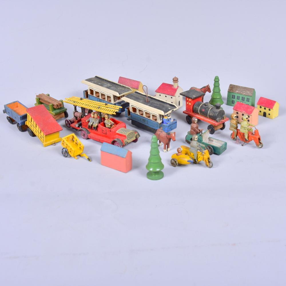 Erzgebirgsminiaturen, u.a. Feuerwehr, Motorräder, Straßenbahnwagons, Häuser, Lock, L von 4 bis 7,5cm