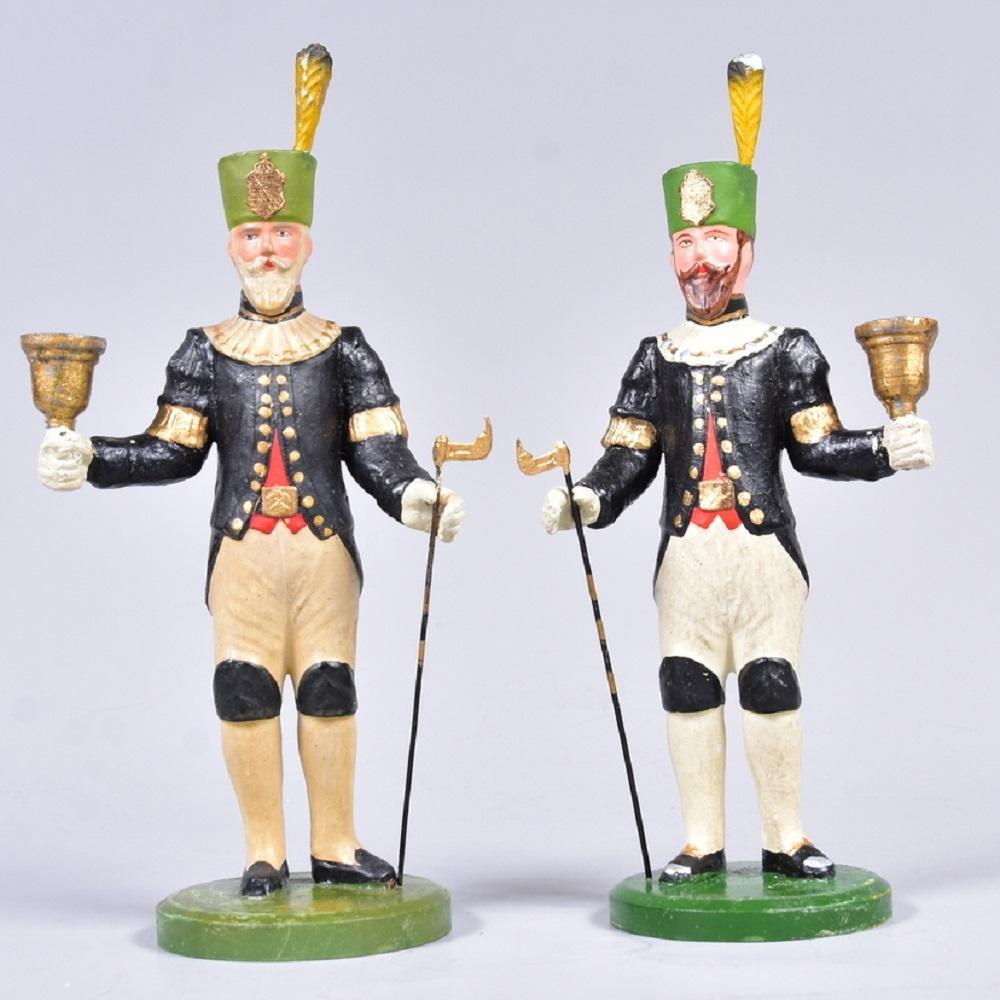 Fa. Lahl, Annaberg/Erzg., 1 Paar Lichter-Bergmänner in Paradeuniform, Masse auf Holzsockel, um 1900, Lichterhalter aus Zinn, Figuren in polycromer Fassung, sehr gut erh., H 23cm
