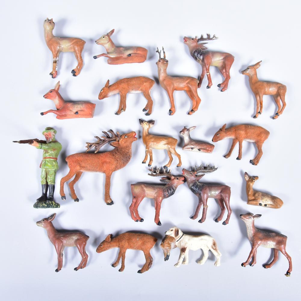 Waldtierfiguren mit Jäger und Jagdhund aus Masse, teilw. beflockt, ungemarkt, 19 Stk., Altersspuren (Figur komplett, aber Beine sind teilw. gebrochen), H bis 8,5cm
