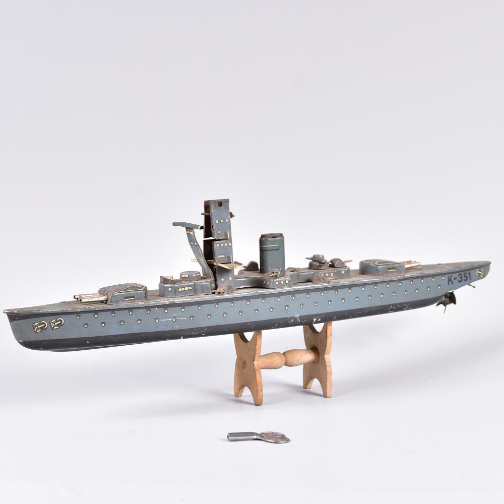 """Panzerschiff """"K-351"""", Blech, Fa. CKO G. Kellermann Nürnberg, Modell v.1935-1939, Abdeckung auf Turm fehlt, Schlüssel vorh., Gebrauchsspuren, L 35cm, H 8cm"""
