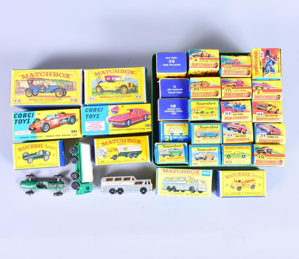 """Konvolut Matchbox-Auto`s, 1965-1970, 3 Stk.im Originalkarton, dabei """"Lotus"""" Nr. 19 (Fahrer fehlt), 25 leere Originalschachteln 1A-Zustand"""