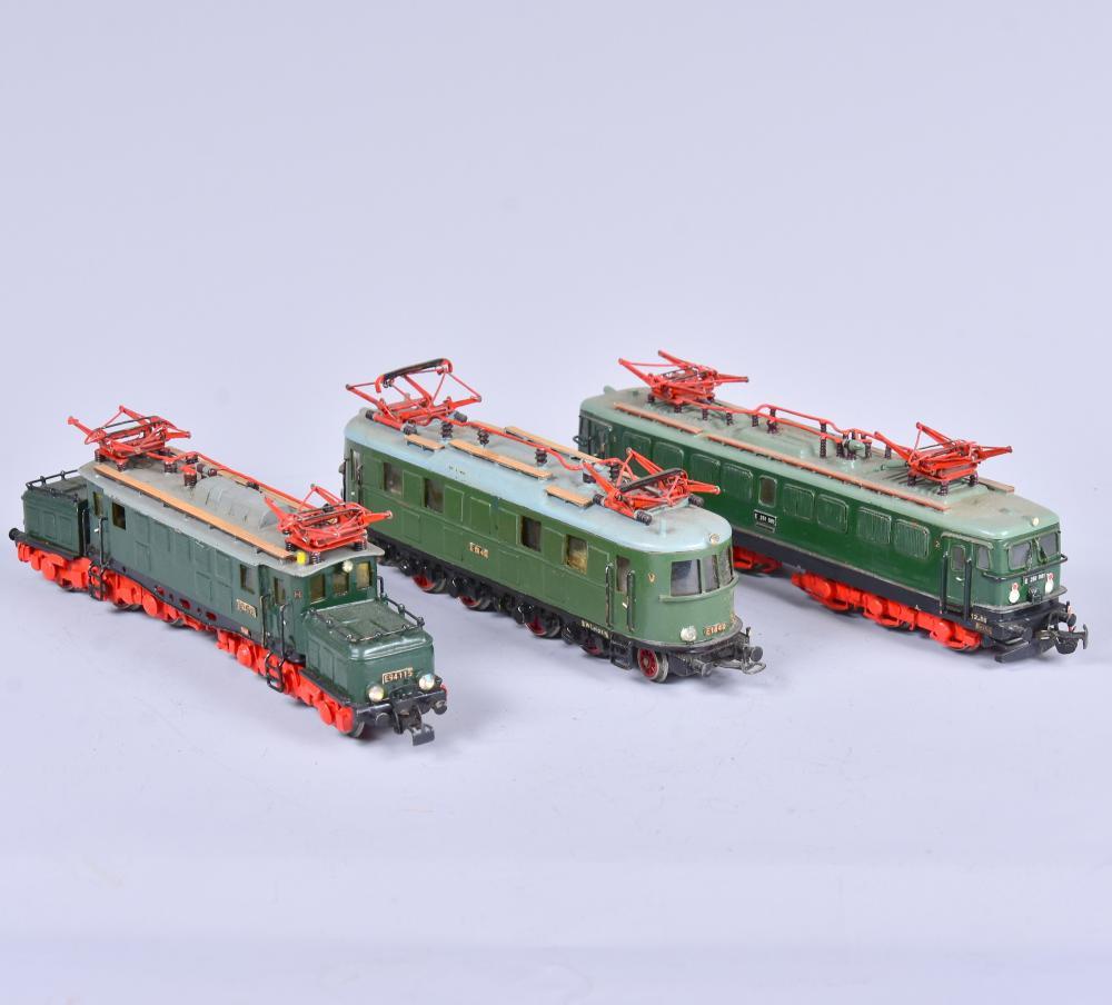 3 Stk. Elektro-Locks, Marke: PIKO, Spur H0, E 48 und E 251001 und E 94115, um 1960