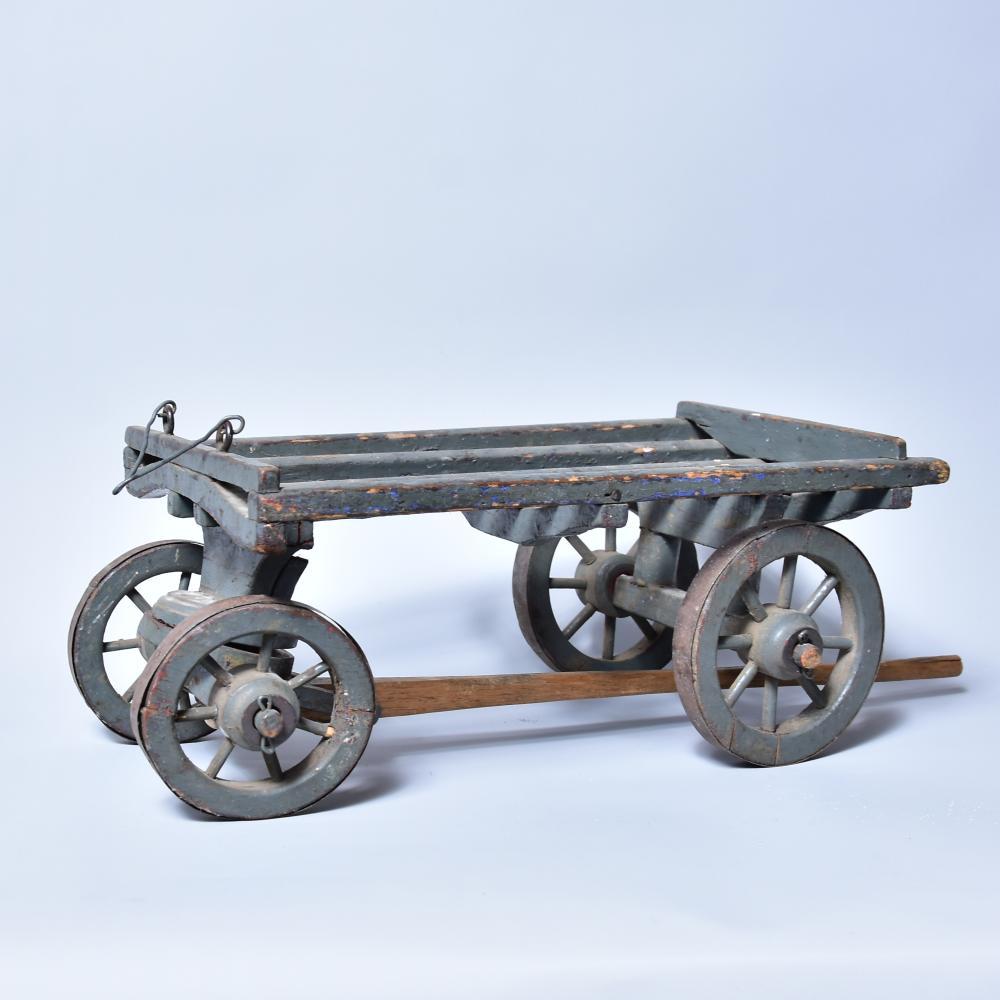 Pferdewagen aus Holz um 1900, Speichenräder aus Holz mit Metallbeschlag, 36x26cm, H 14,5cm