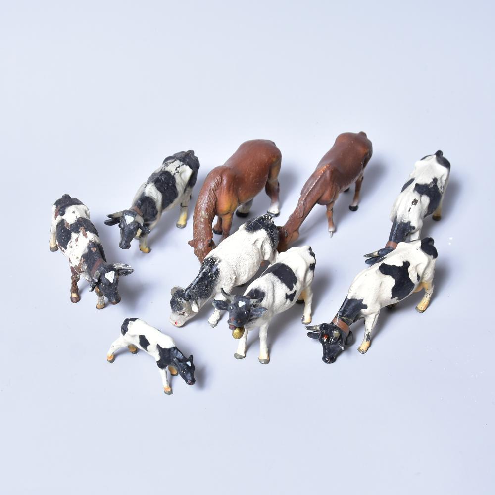 Konvolut Bauernhoftiere, Lineol, 6 Kühe, 1 Kalb, 2 Pferde, bespielt mit Schadstellen, L 10cm, H 6 -7,5cm