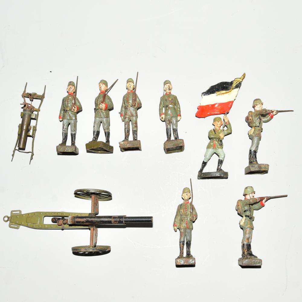 Lineol-Soldaten 7 Stück-Infanterie, 1 Stück Fahnenträger, 1 Stück Kanone, 1. Weltkrieg, stark bespielt