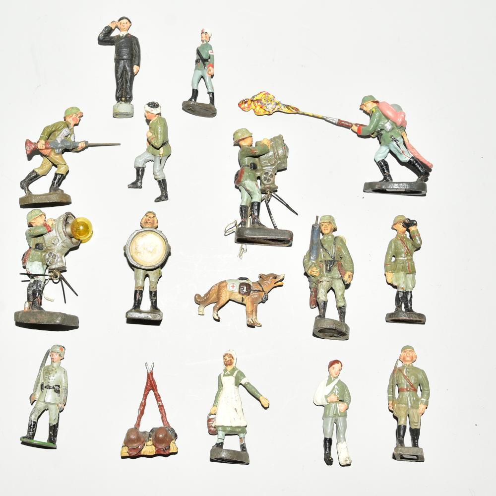 Konvolut Soldaten 16 Stück, Elastolin, Lineol, mit Hund und Krankenschwester, bespielt, H 7,5cm