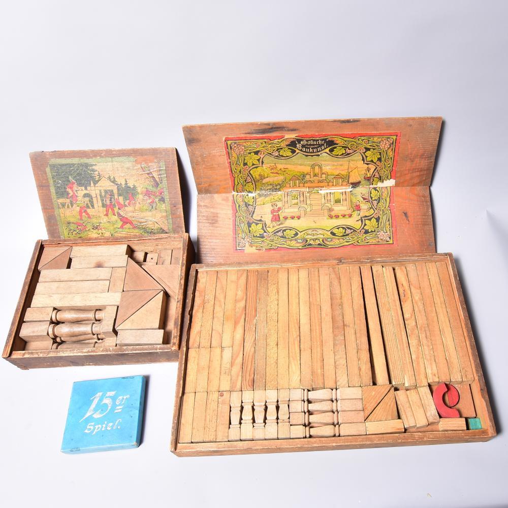 """2 Stk. Holzbaukästen, um 1900, dabei """"Gotische Kunst"""" und """"Zwergenland"""", dazu ein 15-er Spiel, in originalen Holzkästen, stark bespielt"""