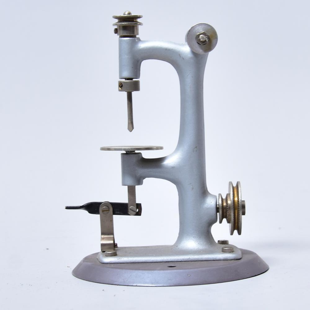Antriebsmodell Stanzmaschine f. Dampfmaschine, ungemarkt, um 1960, H 12,5cm, gut erhalten
