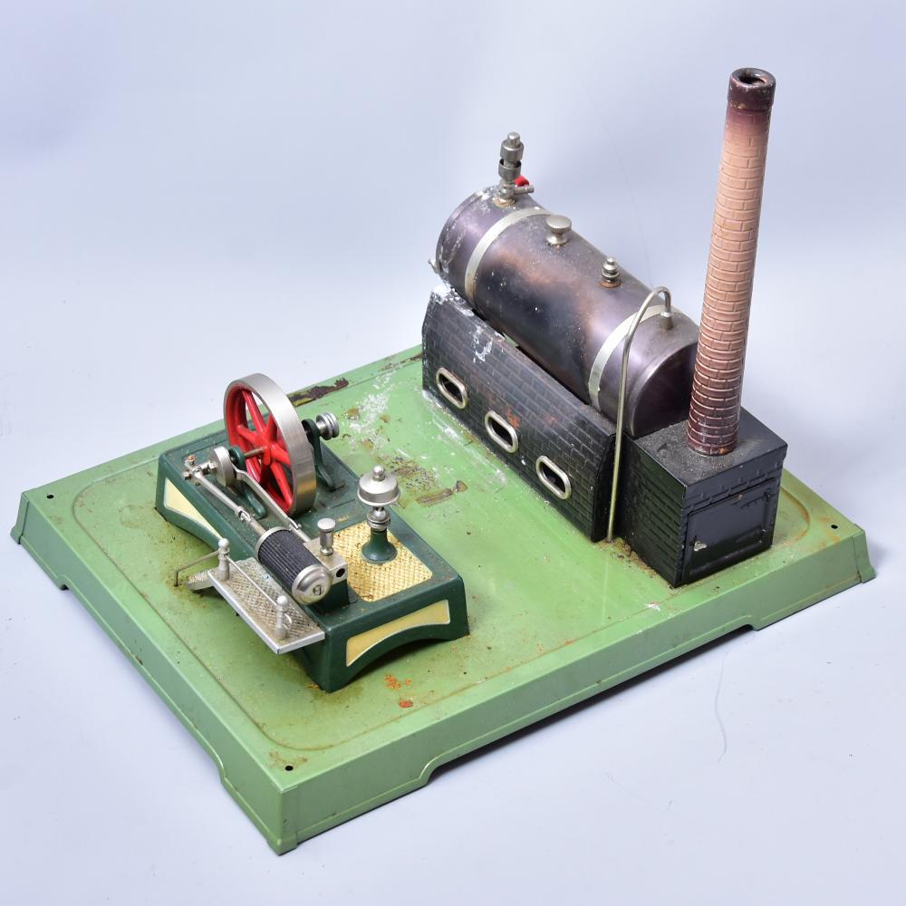 Dampfmaschine, gem. Fleischmann, um 1930/40, farbig lithographiert, Schlot und Brenner vorh., lieg. Kessel, Maß: 32x24cm, guter Zustand