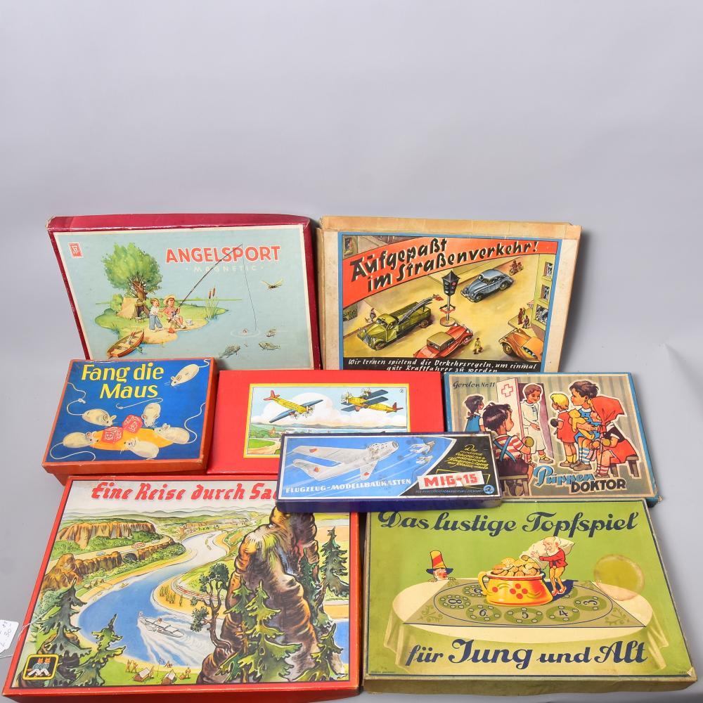 """Konvolut Gesellschaftsspiele um 1950/60, 8 Stück, u.a. """"Fang die Maus"""", """"Aufgepaßt im Straßenverkehr"""", """"Eine Reise durch Sachsen"""", """"Angelsport"""", Flugzeug-Modellbaukasten, bespielt, tw.nicht vollständig"""